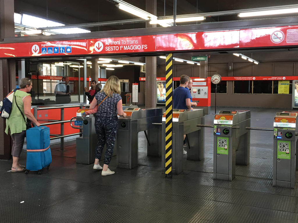 Lampugnano bus station - metro entrance
