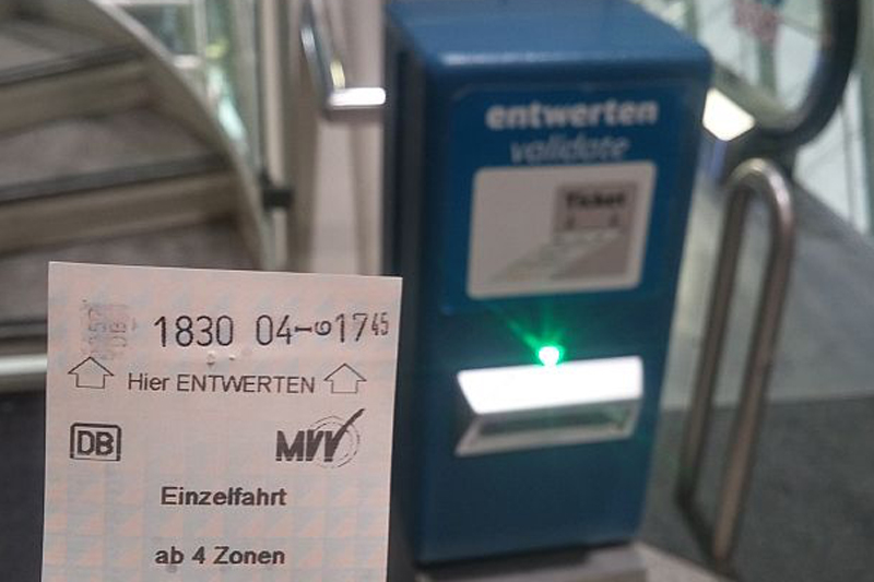 How to buy train ticket at Munich airport
