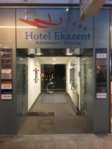 Hotel Ekazent Schönbrunn Vienna room - hotel entrance